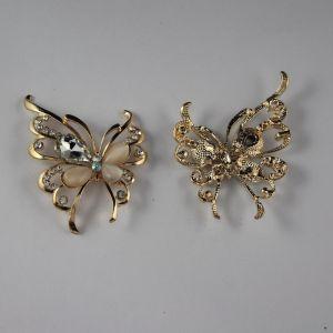 Кабошон со стразами, бабочка, цвет основы: золото, цвет стразы: белый, размер: 55х40мм (1уп = 10шт)
