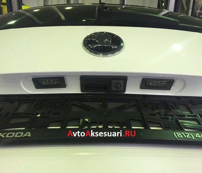 Камера заднего вида в ручку багажника Skoda Octavia А7 2015+