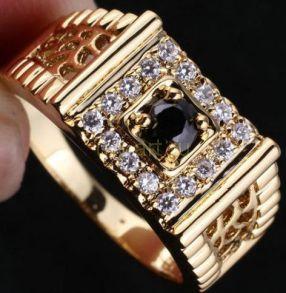Позолоченное мужское кольцо с искусственными ониксом и бриллиантами (арт. 260114)