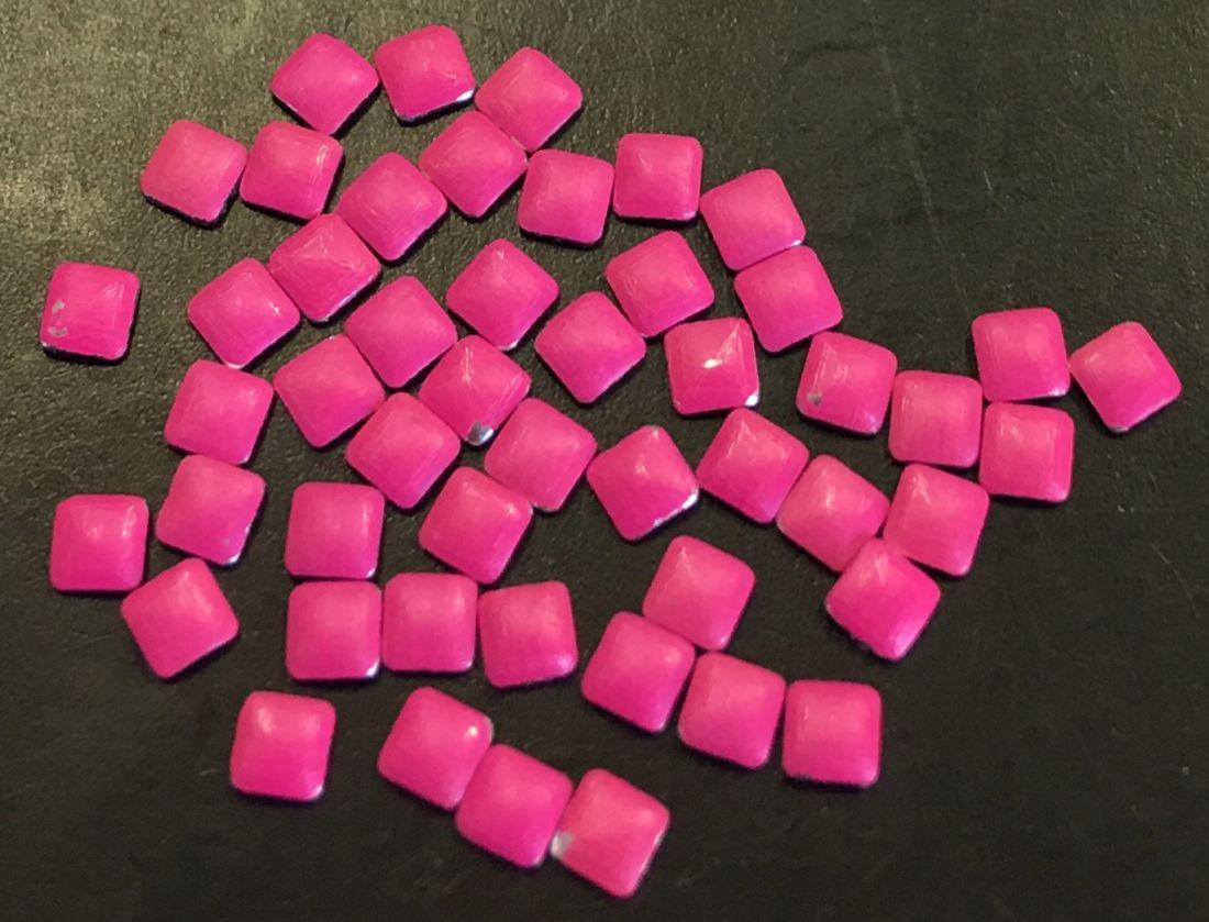Квадрат пластиковый для дизайна 2мм*2мм (розовый) 50шт
