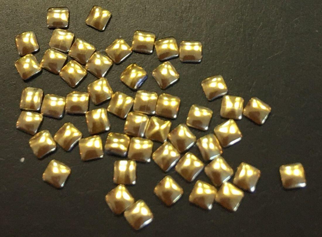 Квадрат пластиковый для дизайна 2мм*2мм (золото) 50шт