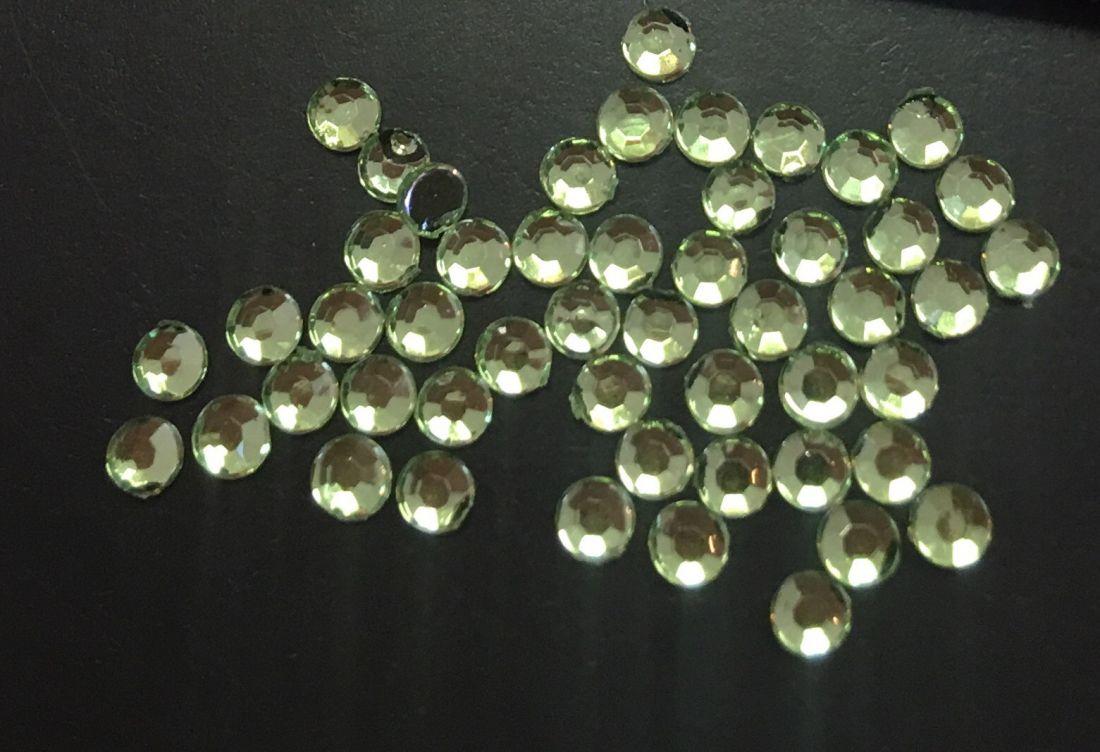 Стразы пластиковые круглые 2,41мм уп/50 шт (салатовый)