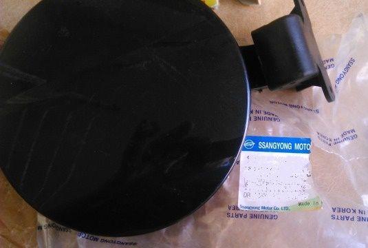 Лючок бензобака черный SSANGYONG Actyon '05-'11 7161031001LAK Ssang Yong