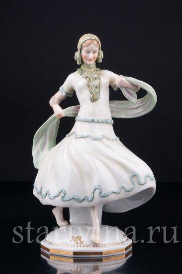 Изображение Девушка в зеленом платье, E & A Muller, Германия, 1890-1927 гг
