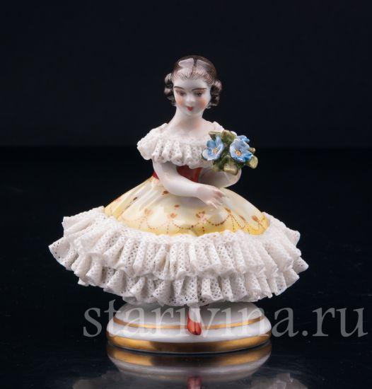 Изображение Девочка с букетом, кружевная миниатюра, Volkstedt, Германия, вт. пол 20 в