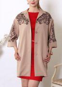 Модное пальто Дольче Вита украшает ажурный кружевной рисунок.