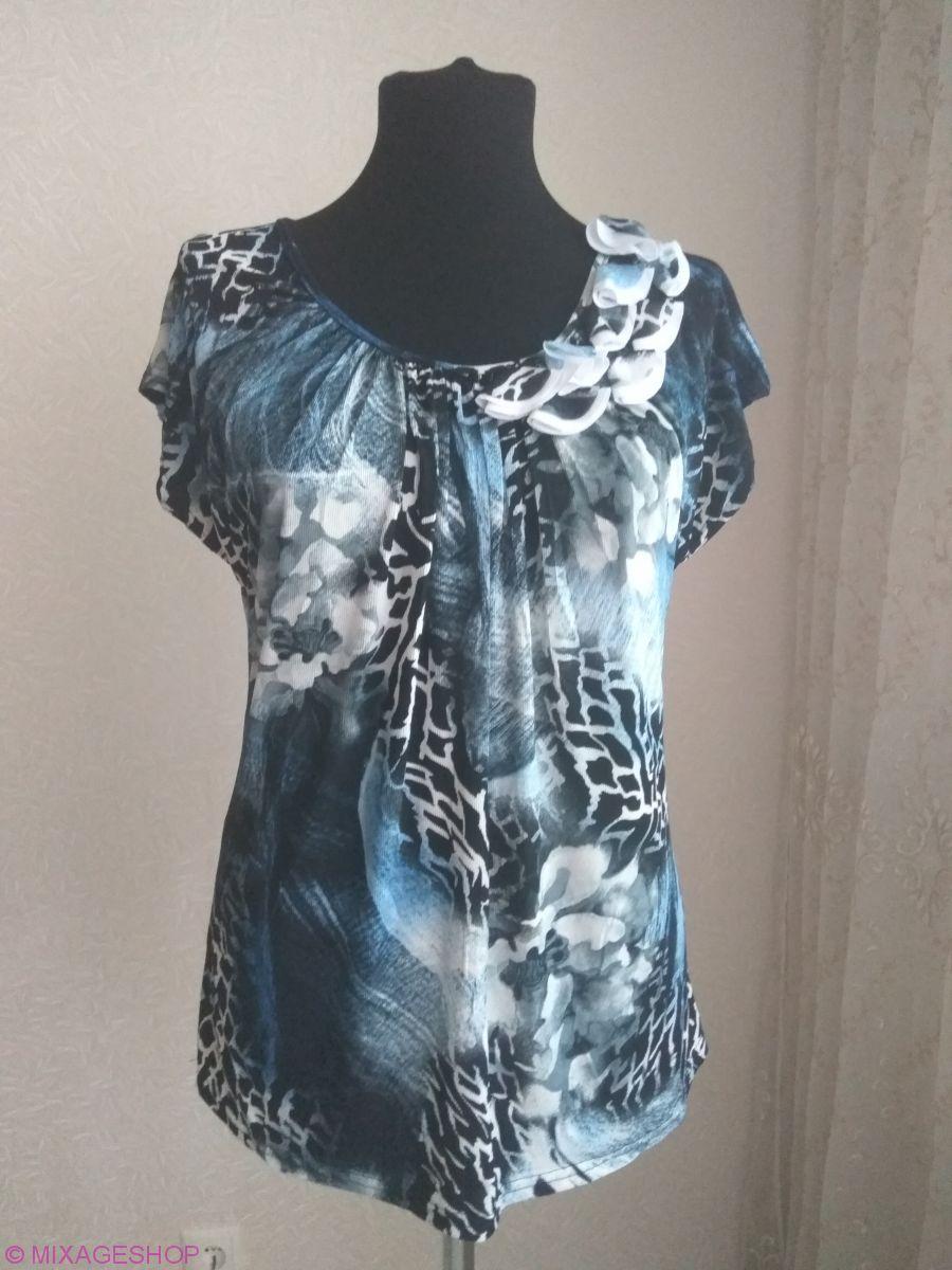 Трикотажная блузка с круглым вырезом красивой расцветки