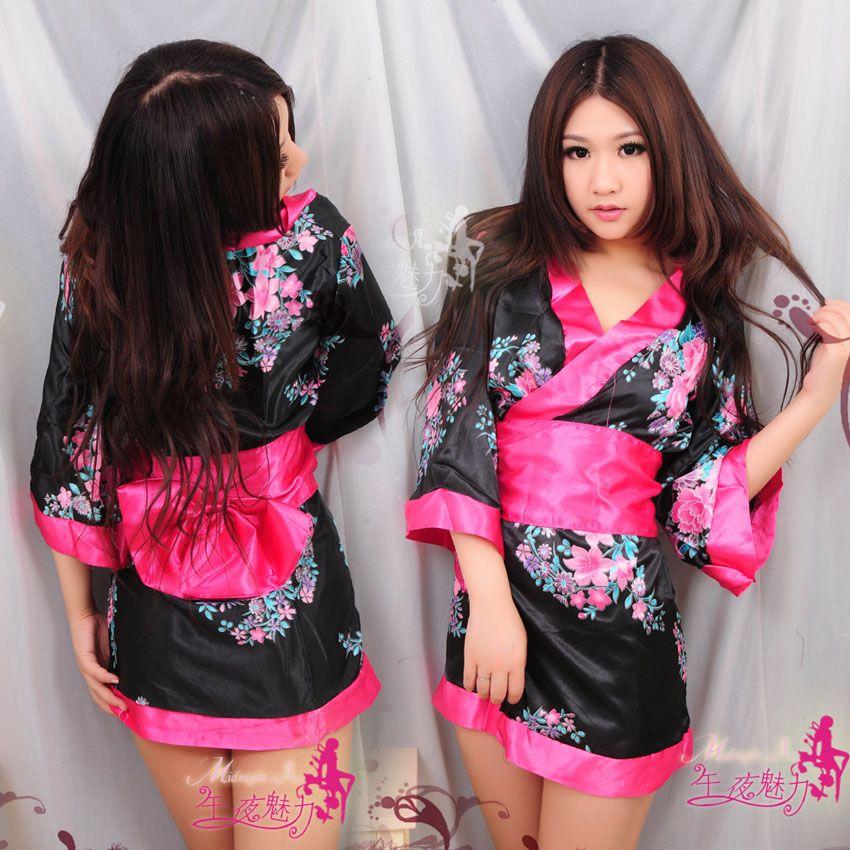 Короткое женское кимоно