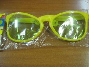 Солнечные очки-гигант