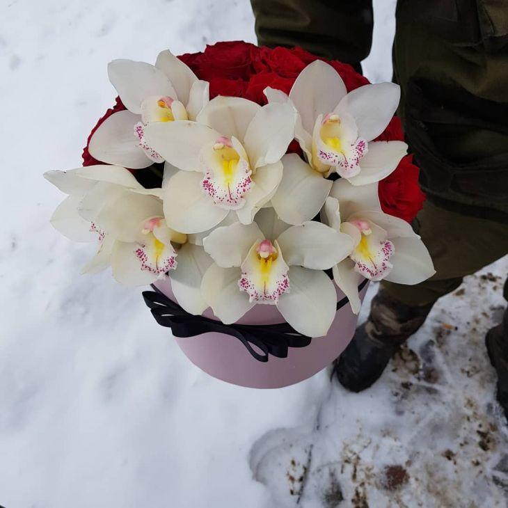 Коробочка из Орхидей  и Роз