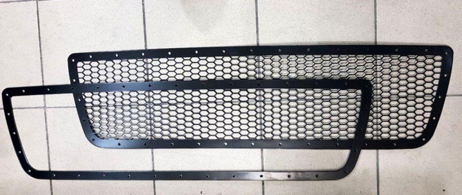 Дополнительная рамка к решетке радиатора под покрас Toyota Tundra 2007-2013