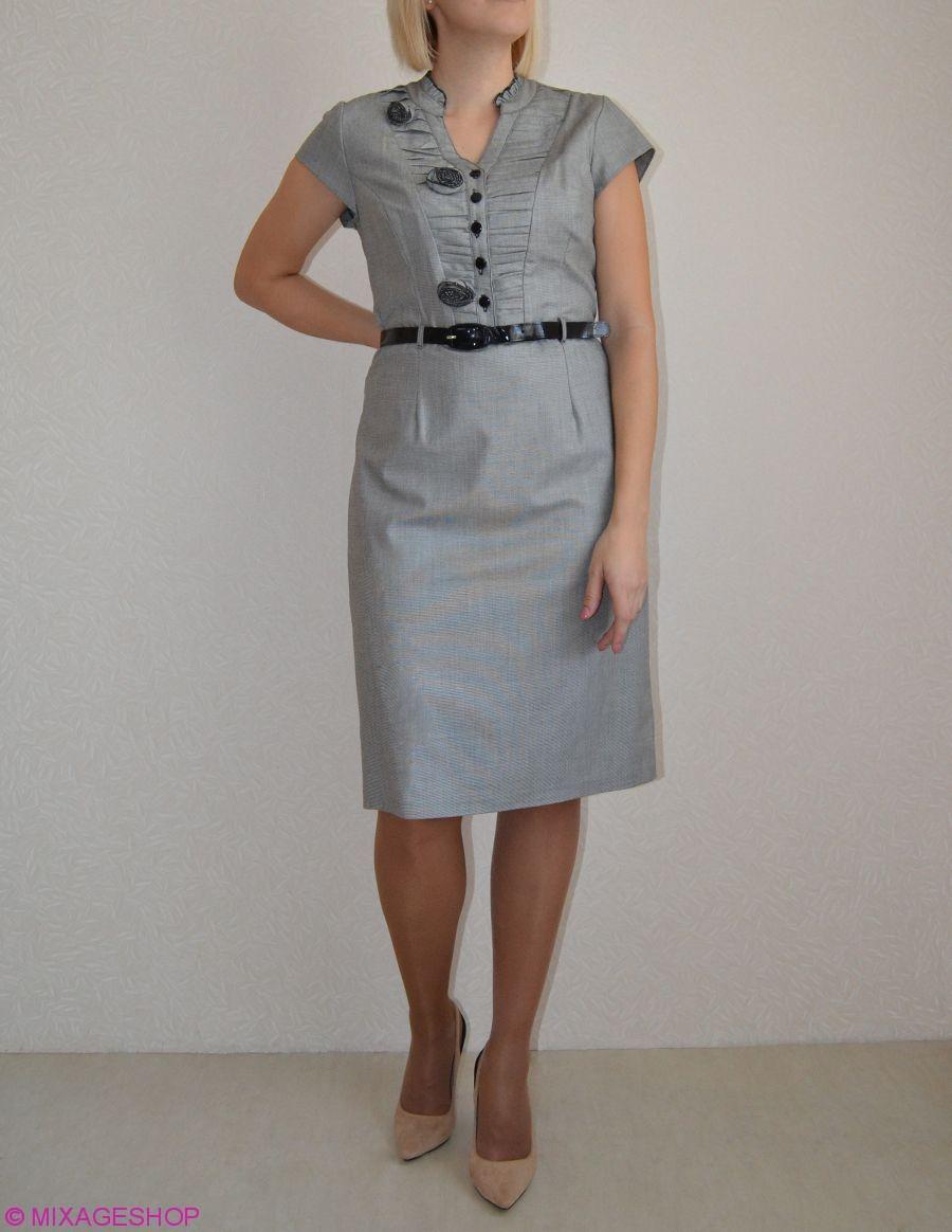 Платье из габардина светло-серого цвета с коротким рукавом