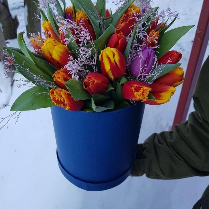 коробочка из тюльпан и лимониума