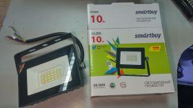 Светодиодный прожектор 10