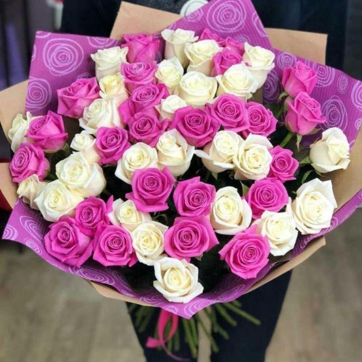51 роза розово белая