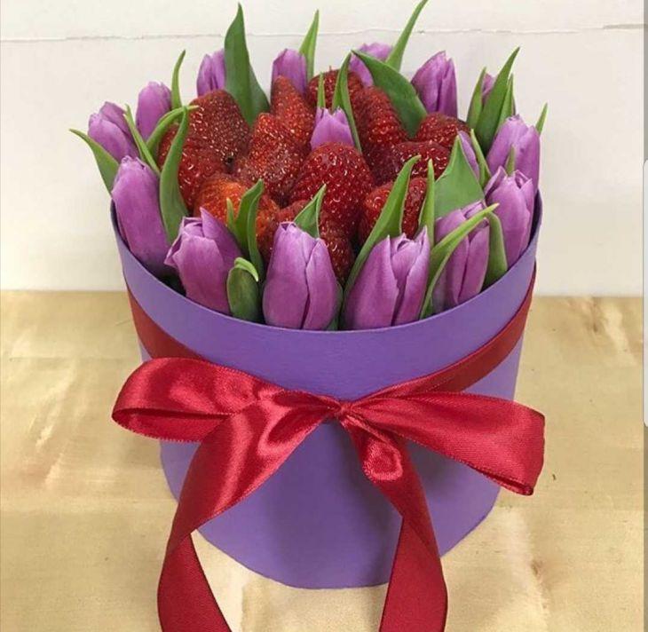 Коробочка из тюльпан и клубники