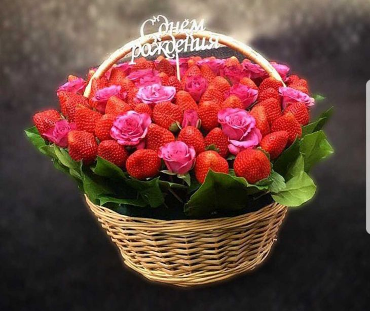 корзина из роз и клубники-3