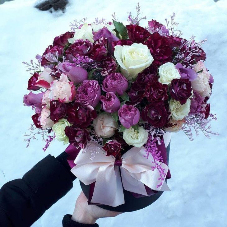 кустовые розы в коробочке