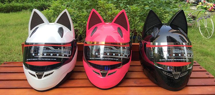 Мотошлем (интеграл) с кошачьими ушами (цвета в ассортименте)