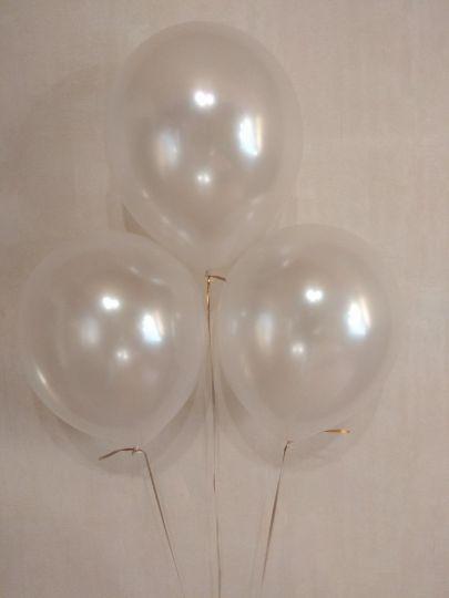 Белый перламутровый шар с гелием