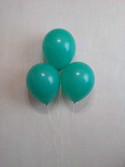 Бирюзовый шар с гелием