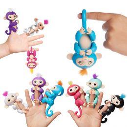 Сток по мятой упаковке Интерактивная обезьянка FunMonkey FINGERLINGS (с проводом для зарядки через USB)