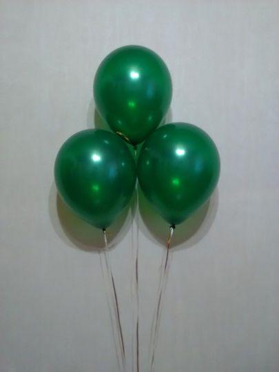 Зеленый металлик шар с гелием
