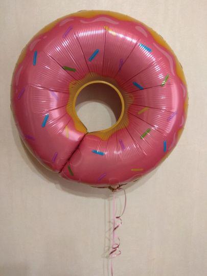 Пончик в розовой глазури фольгированный шар с гелием