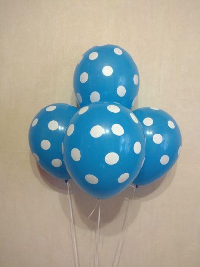 Синие в белый горошек латексные шары с гелием