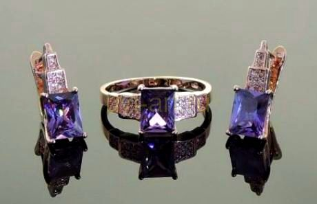 Комплект позолоченных украшений - серьги и кольцо с искусственными аметистами (арт. 250153)