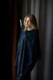 """шотландский тонкорунный легкий широкий палантин (шарф) Альба, 100% шерсть- тонкая нить мулине , расцветка Черная Стража Блэкуотч BLACK WATCH MODERN EXTRA FINE MERINO  """" плотность 2"""