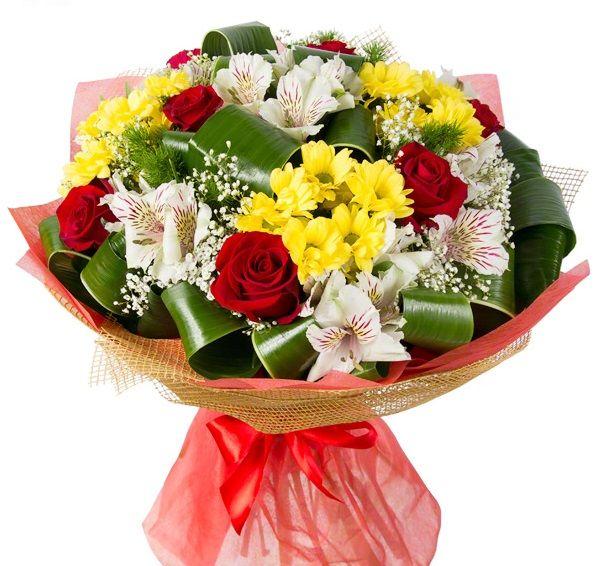 Букет из роз, хризантем и альстромерий «Очаровашка»