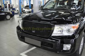 Решетка радиатора с отверстием под штатную камеру (Тип 3 Неокрашенная) для Toyota Land Cruiser 200 2012-