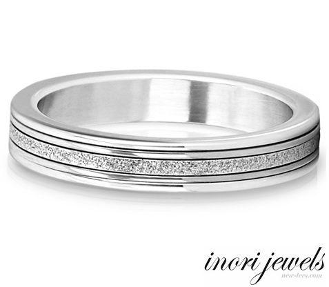 Стальное колечко Inori с бриллиантовой крошкой
