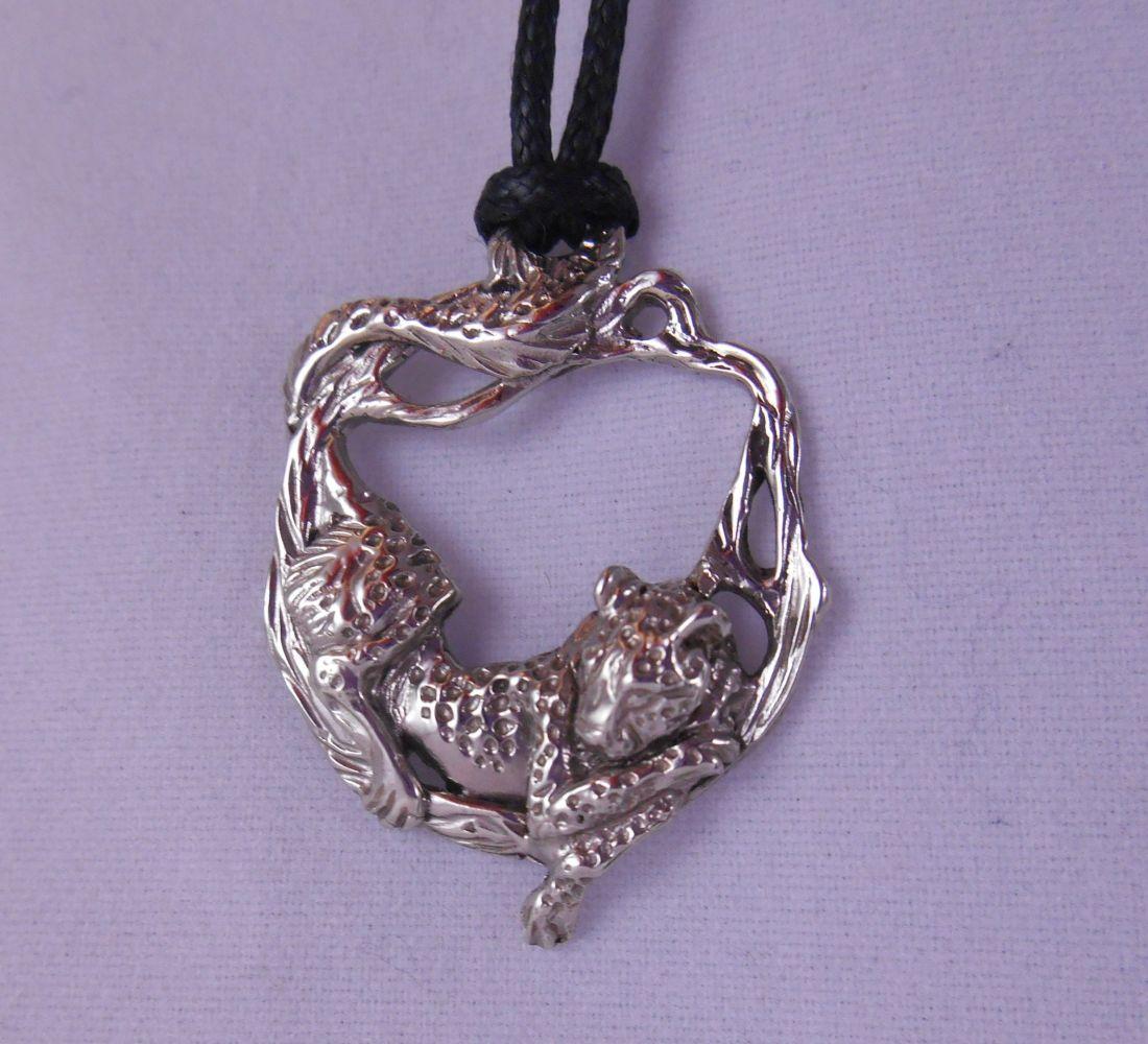 """Кулон   """"Леопард на дереве"""" латунь и покрытие под серебро"""