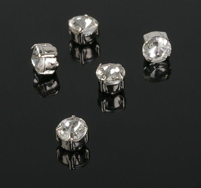 Стразы в серебристых цапах, цвет прозрачный, 6*6 мм, 5 шт/упак