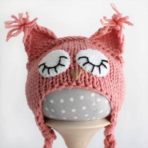 Вязаная шапочка для куклы Розовая сова