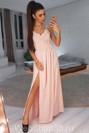 Нежно-розовое вечернее платье  в пол с кружевом и разрезом