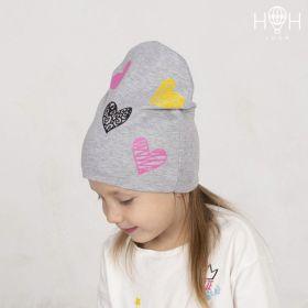 ШВ19-04271711 Двухслойная трикотажная шапка с рисунком, сердечки / серый меланж