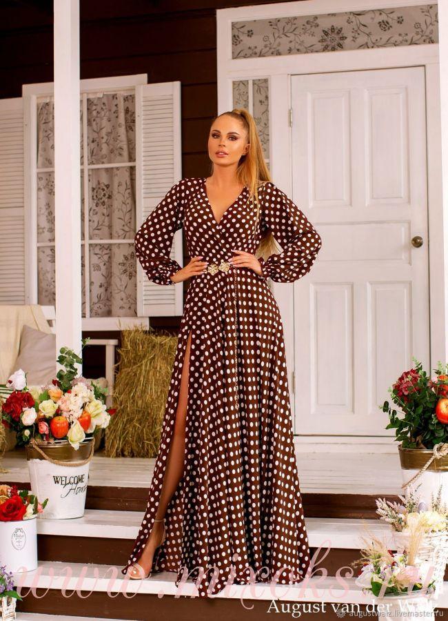Летнее платье коричневое в горошек
