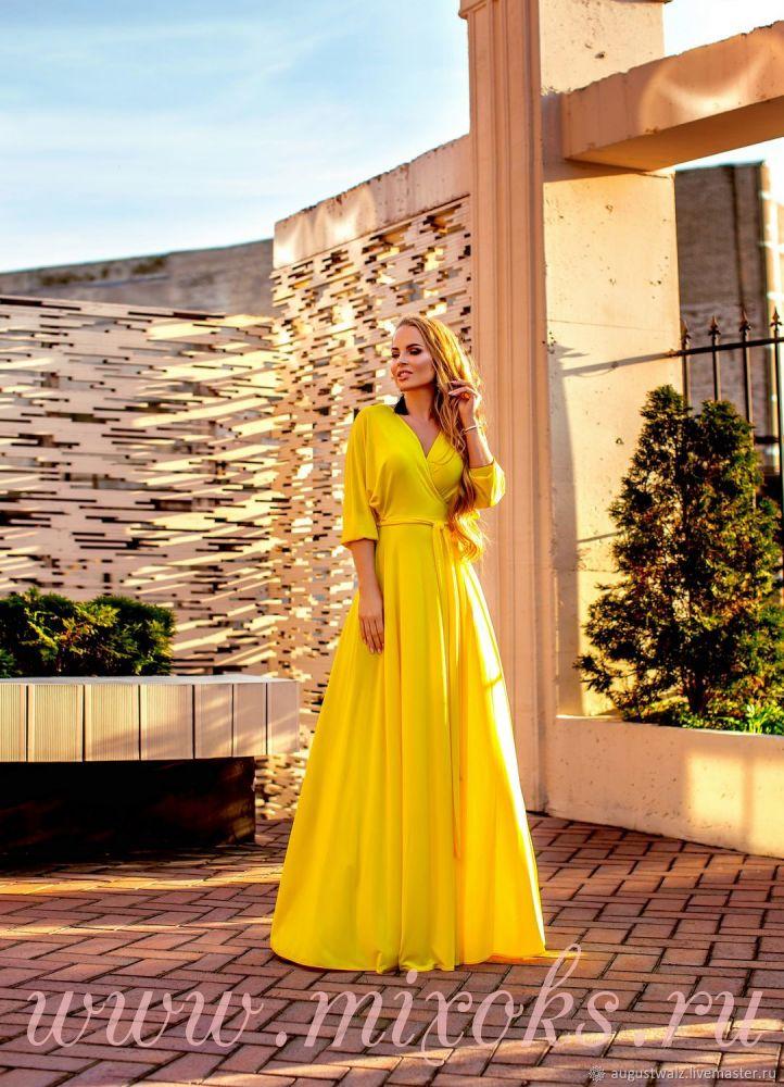 Желтое платье с запахом