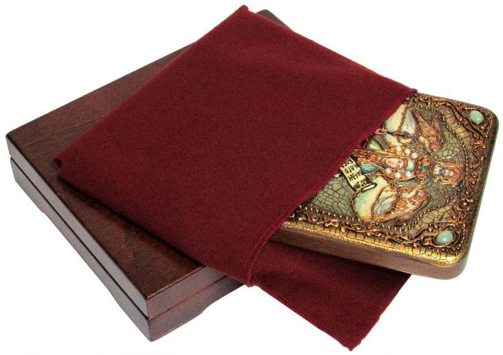 Инкрустированная подарочная икона Святая мученица Параскева Пятница (15*20 см, Россия) на натуральном мореном дубе в подарочной коробке