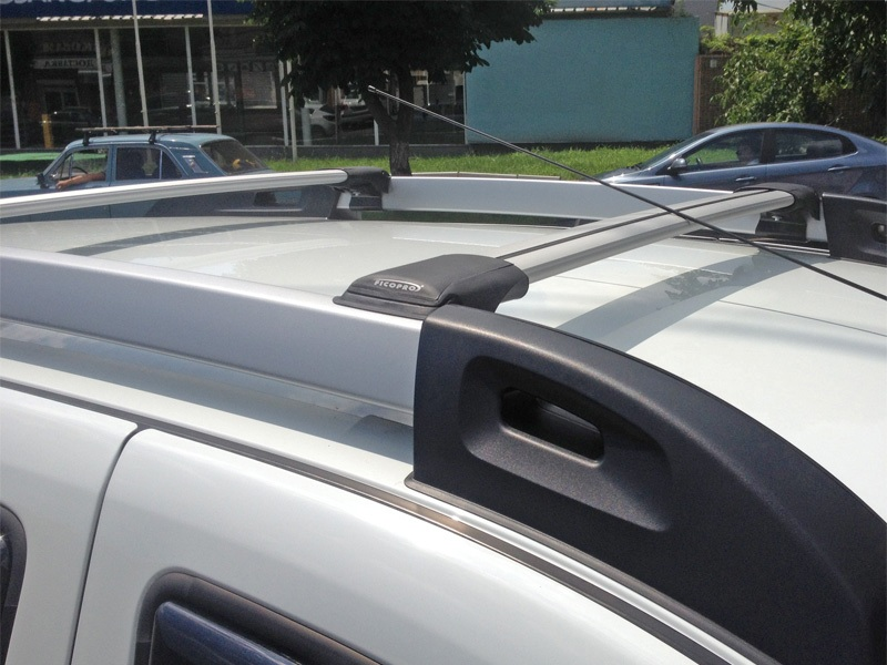 Багажник на рейлинги Renault Duster 2 (2015-...), FicoPro R-043, серебристый, крыловидные аэродуги