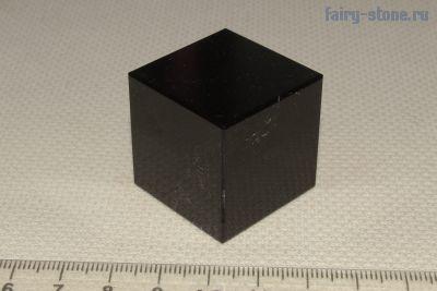 Куб из камня долерит