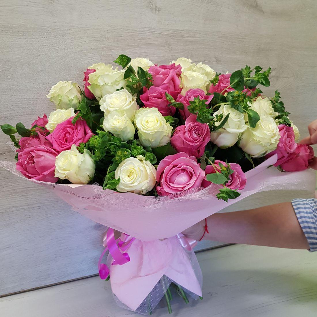 Букет из белых и розовых роз «Нежнейшее чудо»