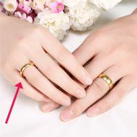 Позолоченное обручальное кольцо 3 мм (слева)