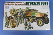 Нем. полугусеничный БТР Sd.kfz.251/1 Ausf.D с пусков. установкой STUKA ZU FUSS и 4 фигурами солдат.