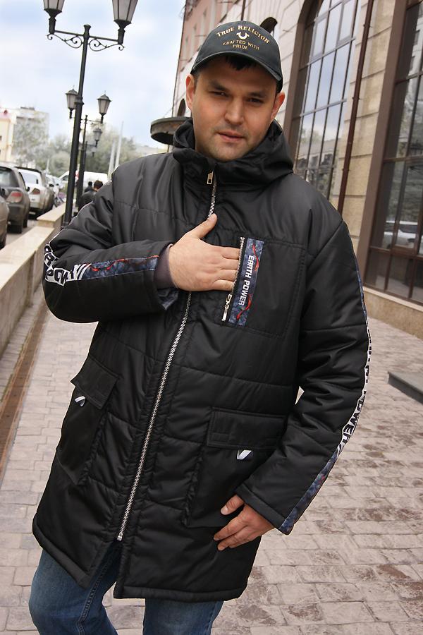 Зимняя мужская куртка с капюшоном.