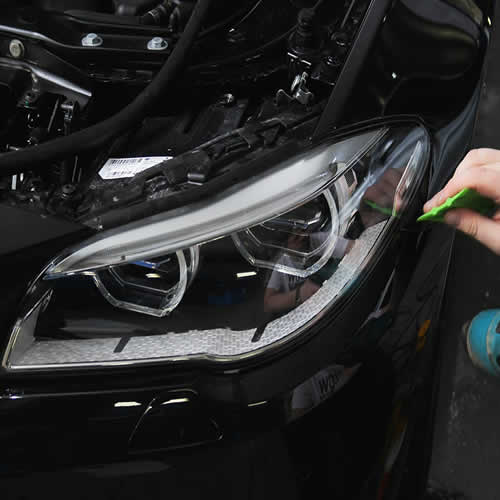 Оклейка фар авто защитной плёнкой