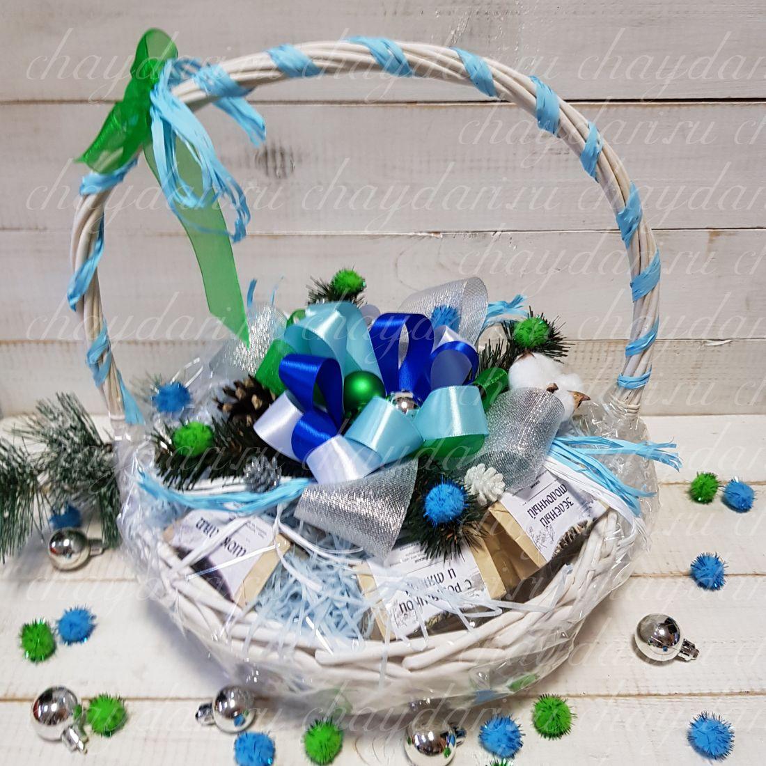 """Корзина с чаем и сладостями """"Новогодняя радость"""""""